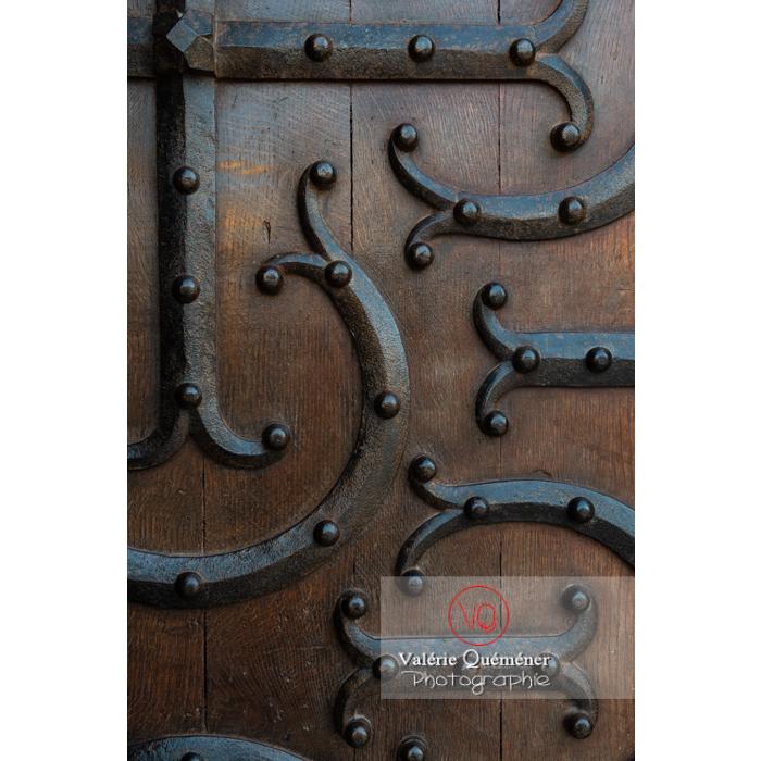 Détail porte latérale de la Basilique du Sacré-Cœur, à Paray-le-Monial / Saône-et-Loire / Bourgogne-Franche-Comté - Réf : VQFR71-0300 (Q3)