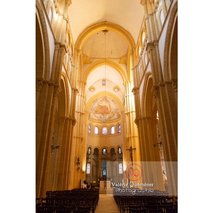 Nef et chœur de la Basilique du Sacré-Cœur (MH), à Paray-le-Monial / Saône-et-Loire / Bourgogne-Franche-Comté - Réf : VQFR71-0301 (Q3)