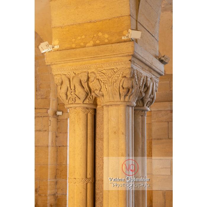 Chapiteaux des piliers de la Basilique du Sacré-Cœur, à Paray-le-Monial / Saône-et-Loire / Bourgogne-Franche-Comté - Réf : VQFR71-0303 (Q3)