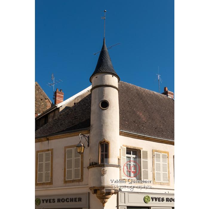 Tour de style gothique d'une maison place Lamartine à Paray-le-Monial / Saône-et-Loire / Bourgogne-Franche-Comté - Réf : VQFR71-0315 (Q3)