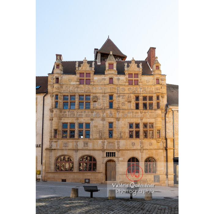 Maison Jayet à la façade de style renaissance, aujourd'hui hôtel de ville de Paray-le-Monial / Saône-et-Loire / Bourgogne-Franche-Comté - Réf : VQFR71-0319 (Q3)