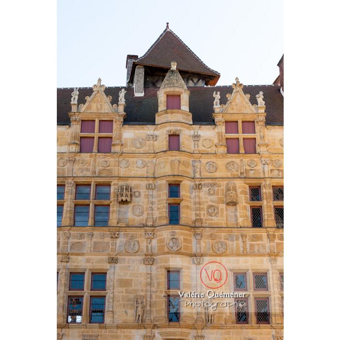Maison Jayet à la façade de style renaissance, aujourd'hui hôtel de ville de Paray-le-Monial / Saône-et-Loire / Bourgogne-Franche-Comté - Réf : VQFR71-0320 (Q3)