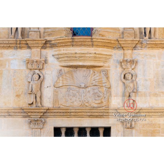 Bas-relief de la maison Jayet à la façade de style renaissance, aujourd'hui hôtel de ville de Paray-le-Monial / Saône-et-Loire / Bourgogne-Franche-Comté - Réf : VQFR71-0321 (Q3)