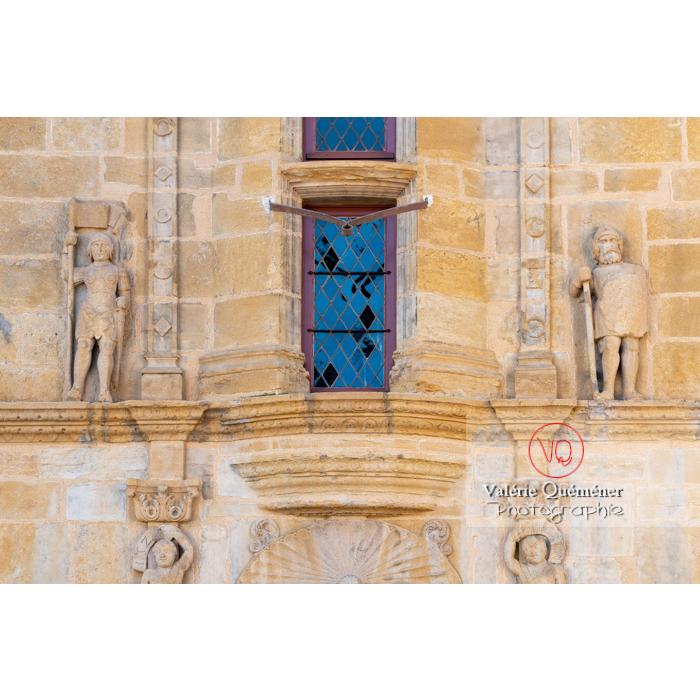 Bas-relief de la maison Jayet, à la façade de style renaissance, aujourd'hui hôtel de ville de Paray-le-Monial / Saône-et-Loire / Bourgogne-Franche-Comté - Réf : VQFR71-0329 (Q3)