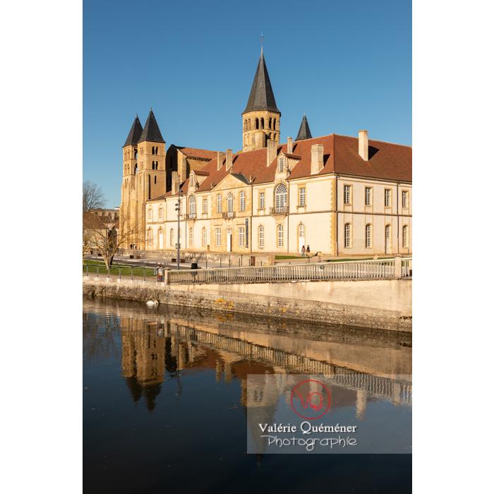 Ensemble prieuré Notre-Dame (MH) et basilique du Sacré-Cœur (MH), au bord de la Bourbince, à Paray-le-Monial / Saône-et-Loire / Bourgogne-Franche-Comté - Réf : VQFR71-0388 (Q3)