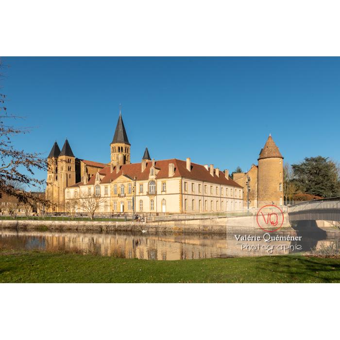 Ensemble prieuré Notre-Dame (MH) et basilique du Sacré-Cœur (MH), au bord de la Bourbince, à Paray-le-Monial / Saône-et-Loire / Bourgogne-Franche-Comté - Réf : VQFR71-0390 (Q3)