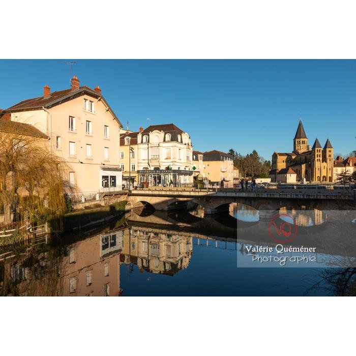 Bourbince traversant la ville de Paray-le-Monial / Saône-et-Loire / Bourgogne-Franche-Comté - Réf : VQFR71-0391 (Q3)