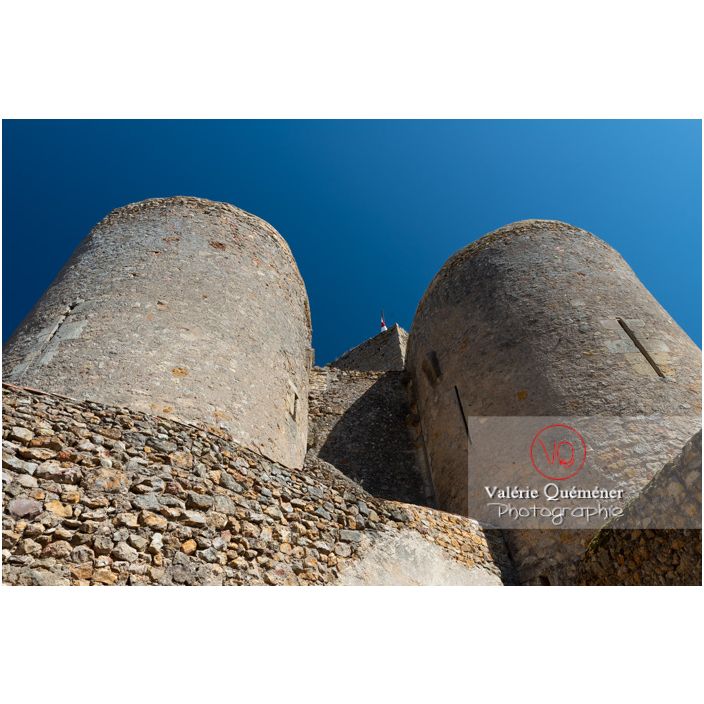 Tours du château Saint-Hugues à Semur-en-Brionnais / Saône-et-Loire / Bourgogne-Franche-Comté - Réf : VQFR71-2676 (Q3)