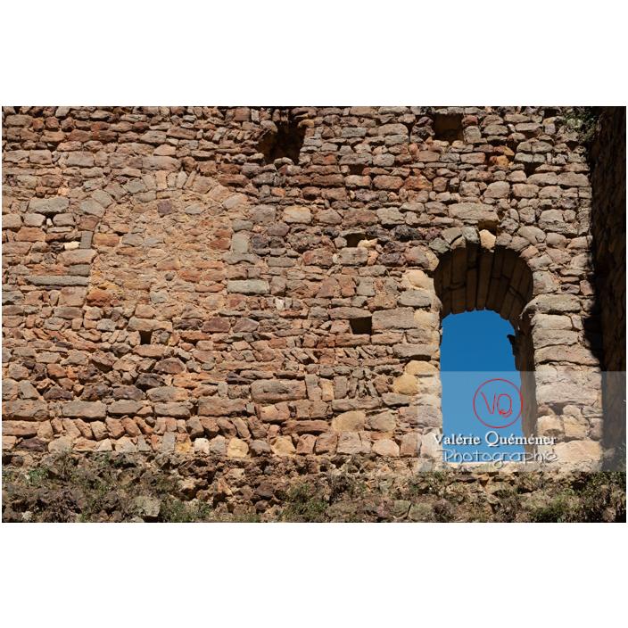 Fenêtre de la grande tour du château-Saint-Hugues à Semur-en-Brionnais / Saône-et-Loire / Bourgogne-Franche-Comté - Réf : VQFR71-2682 (Q3)