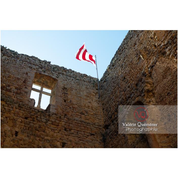 Intérieur de la grande tour en ruine consolidée du château Saint-Hugues à Semur-en-Brionnais / Saône-et-Loire / Bourgogne-Franche-Comté - Réf : VQFR71-2683 (Q3)