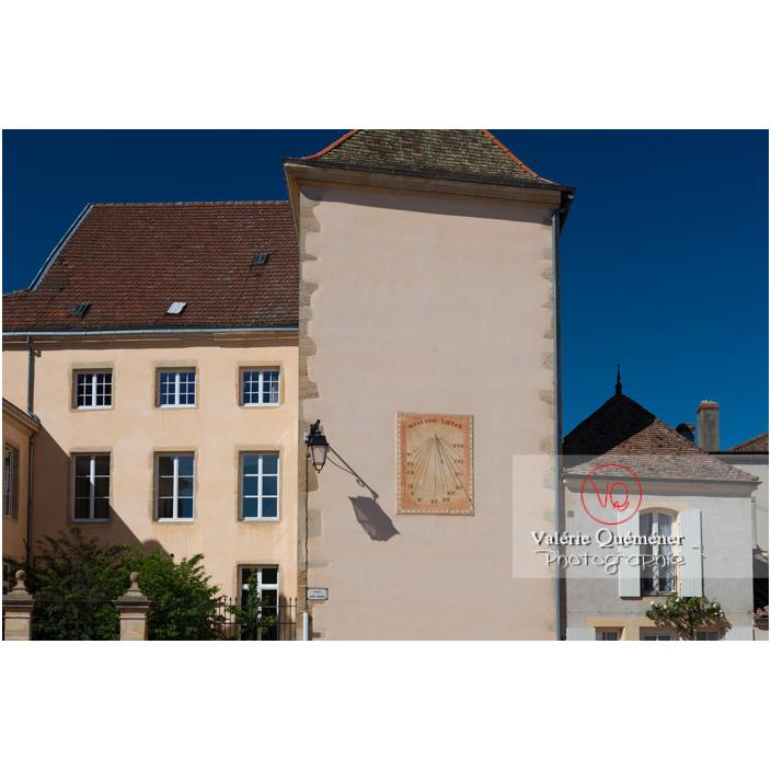 Cadran solaire à Semur-en-Brionnais / Saône-et-Loire / Bourgogne-Franche-Comté - Réf : VQFR71-2689 (Q3)