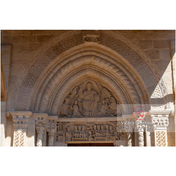 Tympan roman de la collégiale Sainte-Hilaire à Semur-en-Brionnais / Saône-et-Loire / Bourgogne-Franche-Comté - Réf : VQFR71-2700 (Q3)