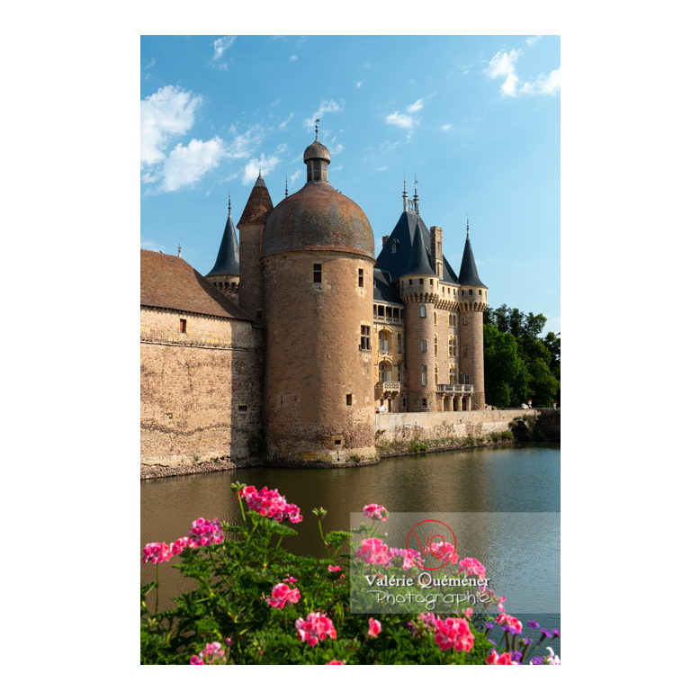 Douve au pied du château de La Clayette (MH) sur la commune de La Clayette / Saône-et-Loire / Bourgogne-Franche-Comté - Réf :VQFR71-2708 (Q3)