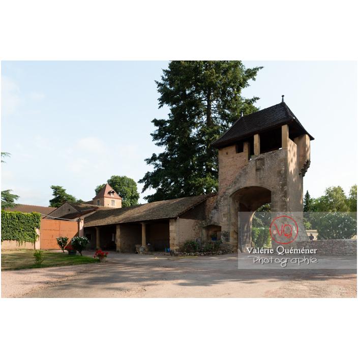 Tour d'entrée pour la basse-cour au château de La Clayette (MH) / La Clayette / Saône-et-Loire / Bourgogne-Franche-Comté - Réf : VQFR71-2713 (Q3)