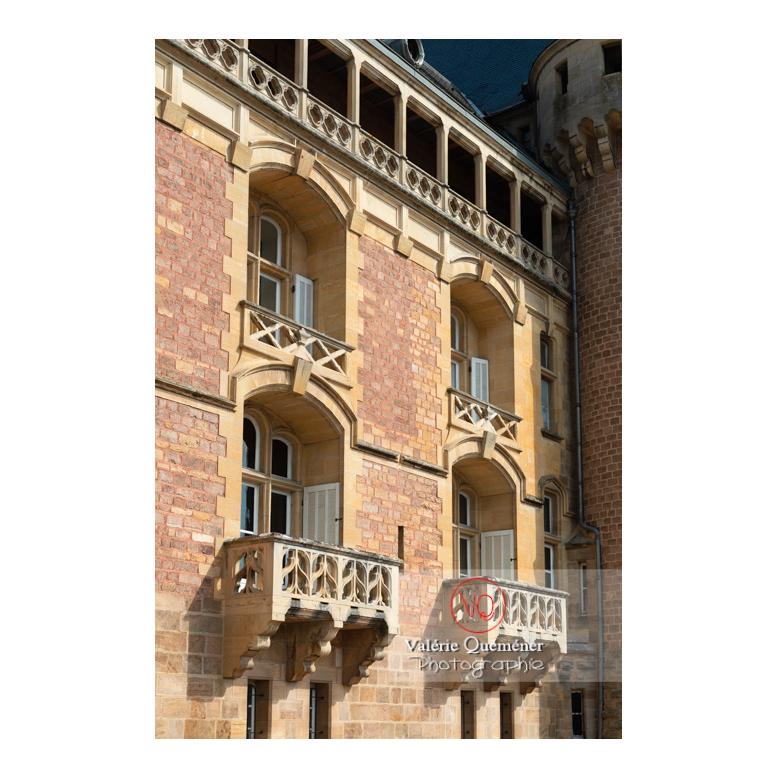 Détail des balcons de la façade du château de La Clayette (MH) / La Clayette / Saône-et-Loire / Bourgogne-Franche-Comté - Réf : VQFR71-2744 (Q3)