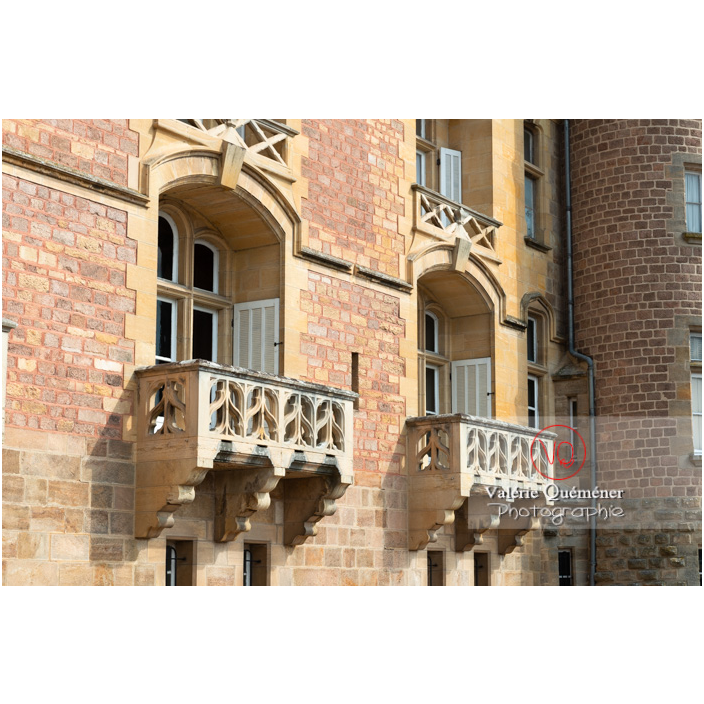 Détail des balcons de la façade du château de La Clayette (MH) / La Clayette / Saône-et-Loire / Bourgogne-Franche-Comté - Réf : VQFR71-2745 (Q3)
