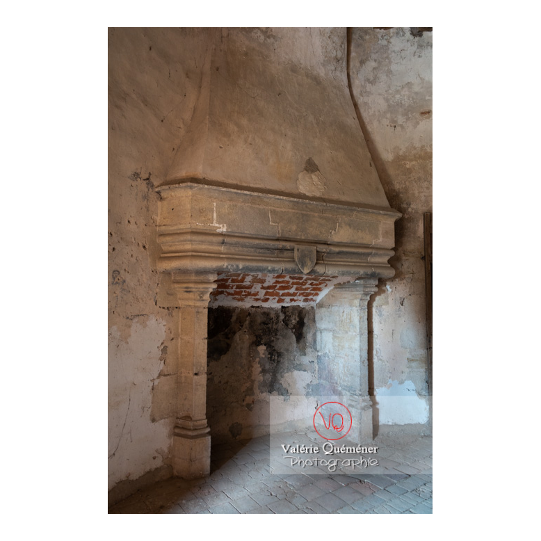 Cheminée dans la tour ronde du château de La Clayette (MH) / La Clayette / Saône-et-Loire / Bourgogne-Franche-Comté - Réf : VQFR71-2754 (Q3)