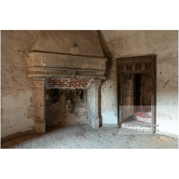 Cheminée dans la tour ronde du château de La Clayette (MH) / La Clayette / Saône-et-Loire / Bourgogne-Franche-Comté - Réf : VQFR71-2761 (Q3)