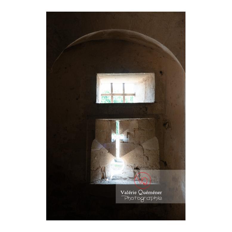 Meurtrière dans la tour ronde du château de La Clayette (MH) / La Clayette / Saône-et-Loire / Bourgogne-Franche-Comté - Réf : VQFR71-2762 (Q3)