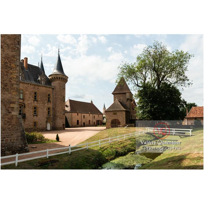 Intérieur de l'enceinte du château de La Clayette (MH) / La Clayette / Saône-et-Loire / Bourgogne-Franche-Comté - Réf : VQFR71-2783 (Q3)