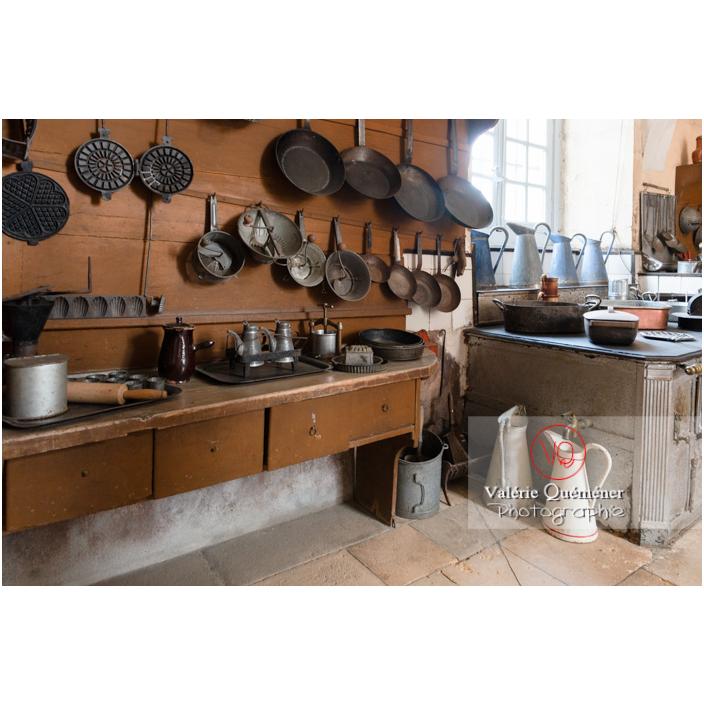 Ustensiles de cuisine au château de Drée (MH) à Curbigny / Saône-et-Loire / Bourgogne-Franche-Comté - Réf : VQFR71-2805 (Q3)