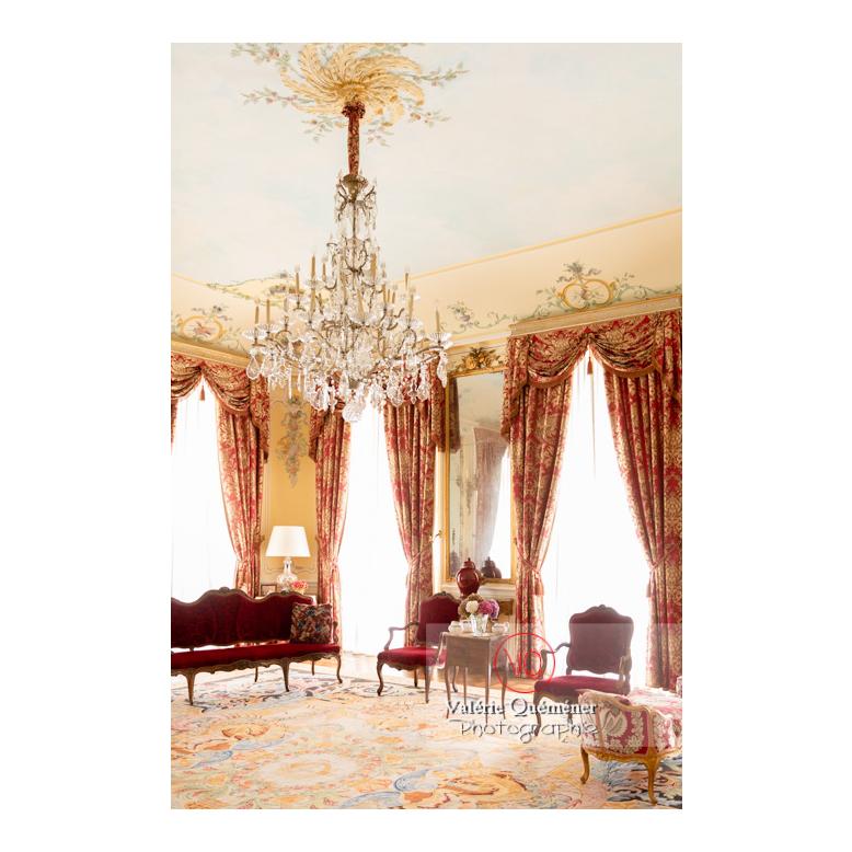 Salon d'agrément rouge au château de Drée (MH) à Curbigny / Saône-et-Loire / Bourgogne-Franche-Comté - Réf : VQFR71-2835 (Q3)