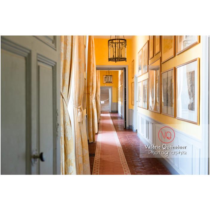 Couloir à l'étage du château de Drée (MH) à Curbigny / Saône-et-Loire / Bourgogne-Franche-Comté - Réf : VQFR71-2837 (Q3)
