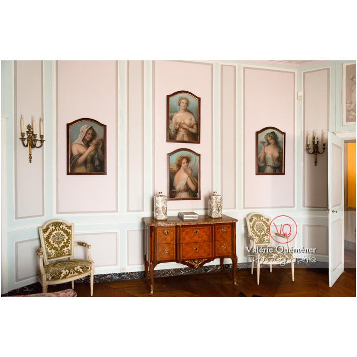 Décoration d'une chambre au château de Drée (MH) à Curbigny / Saône-et-Loire / Bourgogne-Franche-Comté - Réf : VQFR71-2856 (Q3)