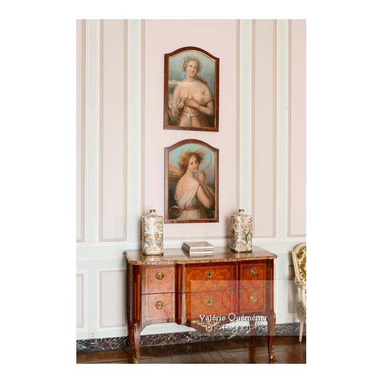 Décoration d'une chambre au château de Drée (MH) à Curbigny / Saône-et-Loire / Bourgogne-Franche-Comté - Réf : VQFR71-2857 (Q3)