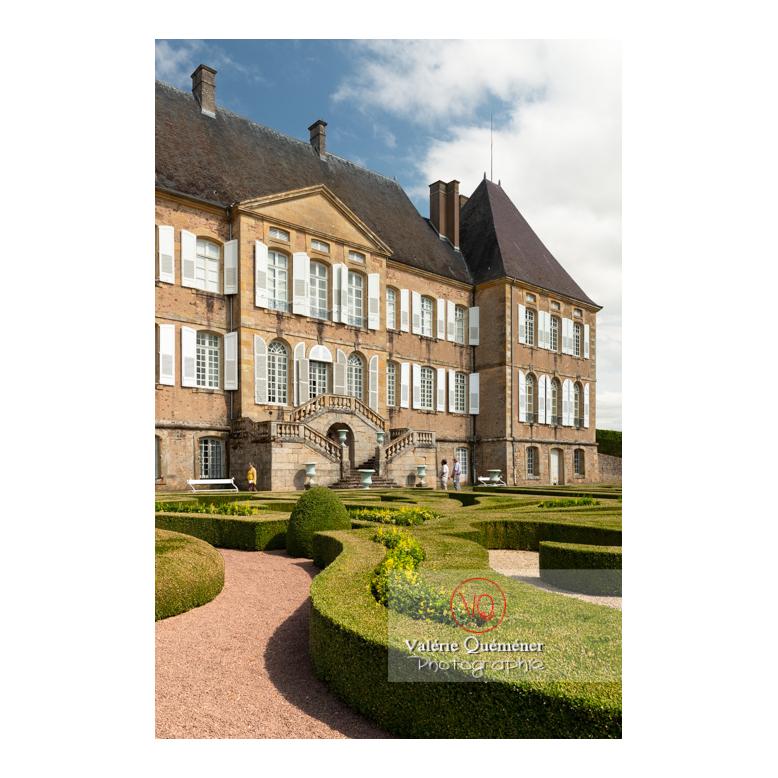 Parterre de broderie de buis du jardin remarquable à la française du château de Drée (MH) à Curbigny / Saône-et-Loire / Bourgogne-Franche-Comté - Réf : VQFR71-2888 (Q3)