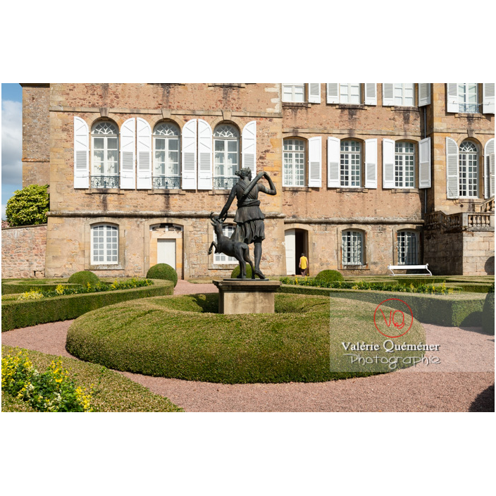 Parterre de buis au jardin remarquable à la française au château de Drée (MH) à Curbigny / Saône-et-Loire / Bourgogne-Franche-Comté - Réf : VQFR71-2889 (Q3)