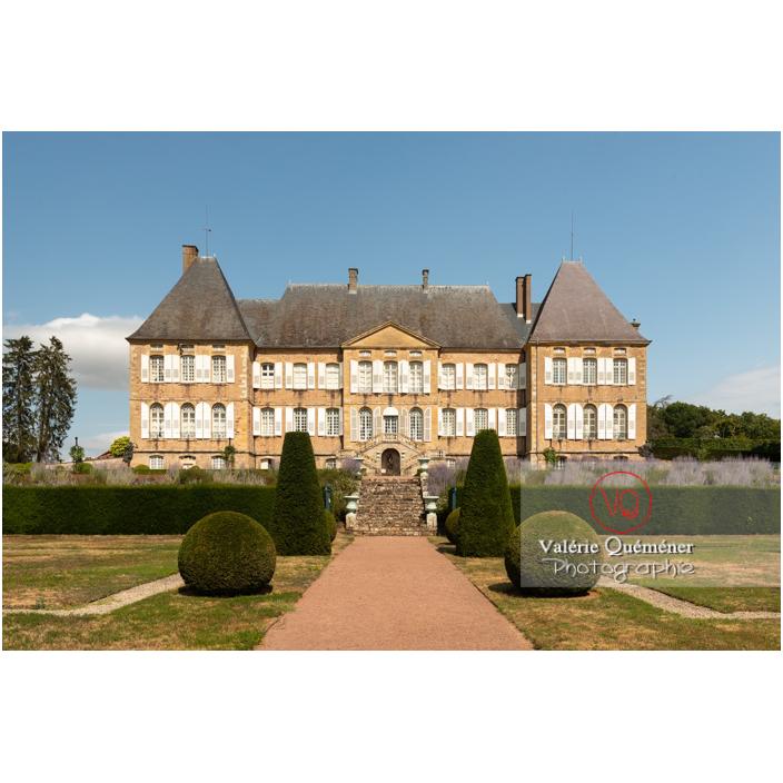 Ifs sculptés au jardin remarquable à la française du château de Drée (MH) à Curbigny / Saône-et-Loire / Bourgogne-Franche-Comté - Réf : VQFR71-2891 (Q3)
