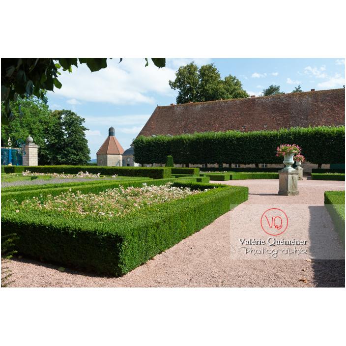 Parterre de jardin au château de Drée (MH) à Curbigny / Saône-et-Loire / Bourgogne-Franche-Comté - Réf : VQFR71-2910 (Q3)