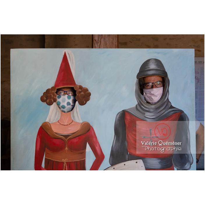 Décor passe tête avec des personnages du moyen-âge au château de Pierreclos / Saône-et-Loire / Bourgogne-Franche-Comté - Réf : VQFR71-3185 (Q3)