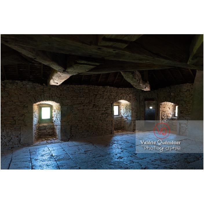 Pièce sous la toiture au château de Pierreclos / Saône-et-Loire / Bourgogne-Franche-Comté - Réf : VQFR71-3189 (Q3)