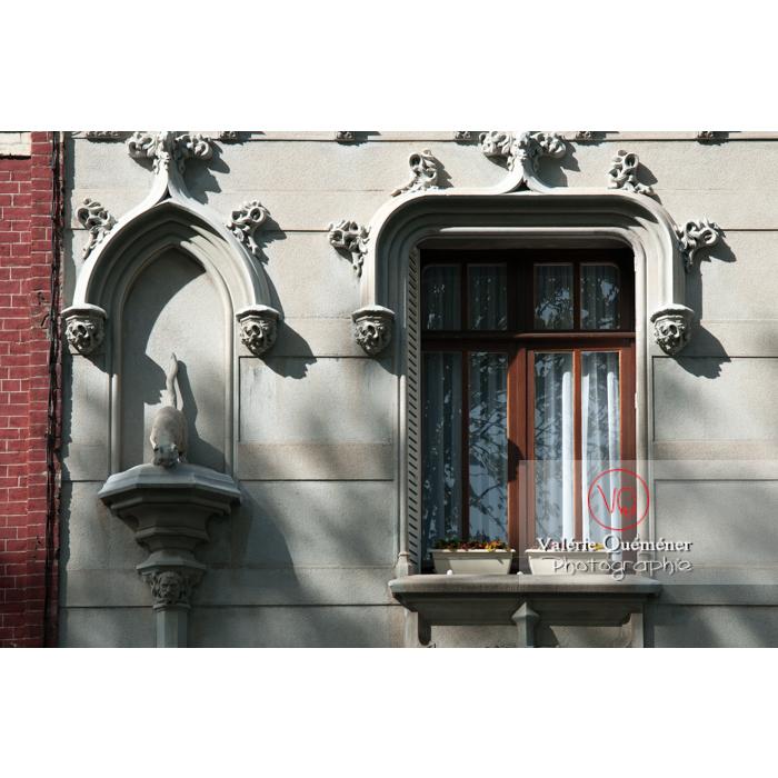 Bas-relief sur une façade de maison à Amiens / Somme / Hauts-de-France - Réf : VQFR80-0003 (Q2)