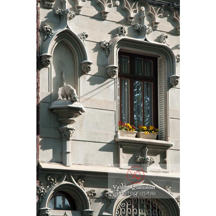 Bas-relief sur une façade de maison à Amiens / Somme / Hauts-de-France - Réf : VQFR80-0004 (Q2)