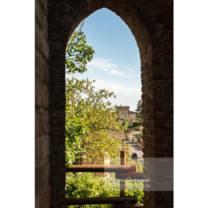 Vue sur le village de Saint-Sulpice-la-Pointe depuis le château / Tarn / Occitanie - Réf : VQFR81-0274 (Q3)