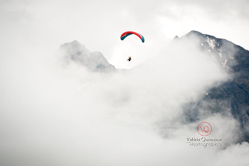 © Valérie Quéméner I Parapente dans la brume - Réf : para-0209