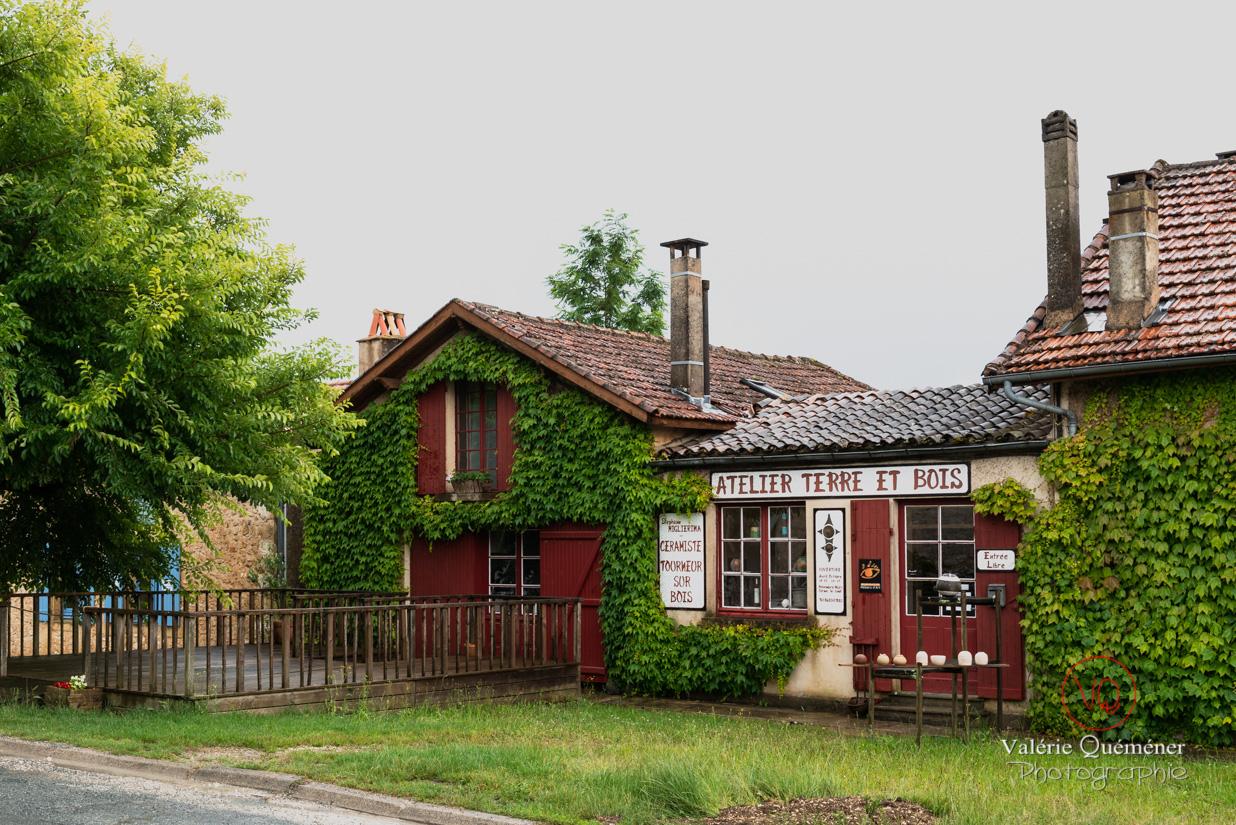 Atelier céramiste et tourneur sur bois au village de Montpazier | © Valérie Quéméner - Réf : VQFR24-0208