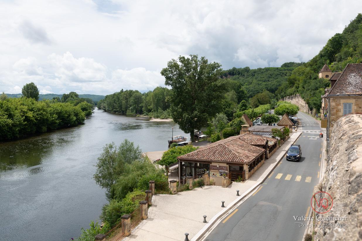Route en bas du village de Beynac vide malgré la saison estivale | © Valérie Quéméner - Réf : VQFR24-0446