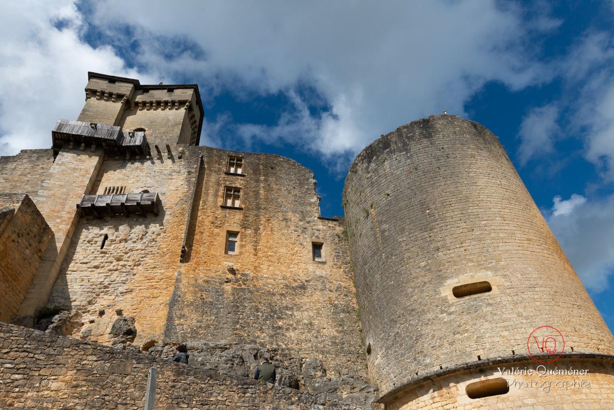 Vue en contre-plongée du château de Castelnaud-la-Chapelle | © Valérie Quéméner - Réf : VQFR24-0530