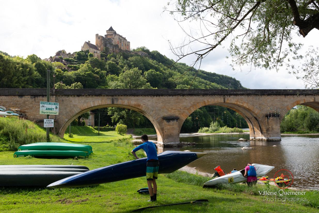 Rivière la Dordogne au pied du château de Castelnaud-la-Chapelle | © Valérie Quéméner - Réf : VQFR24-0540
