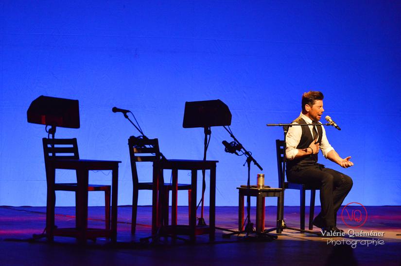 Miguel Poveda seul sur scène - Festival ibérique 2014 à Colomiers (Haute-Garonne) | © Valérie Quéméner