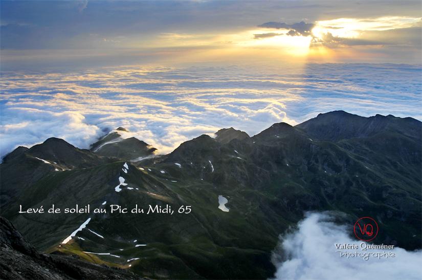 Panorama sur les Pyrénées depuis le Pic du Midi | © Valérie Quéméner