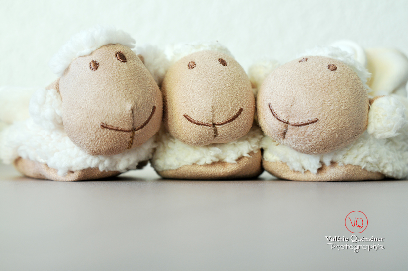 © Valérie Quéméner - Chaussons d'enfant mouton