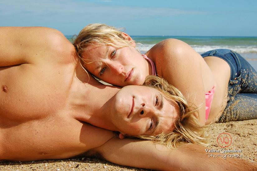Photo de couple à la plage . Photo © Valérie Quéméner