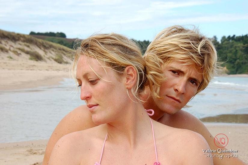 Portrait de couple à la plage | Photo © Valérie Quéméner